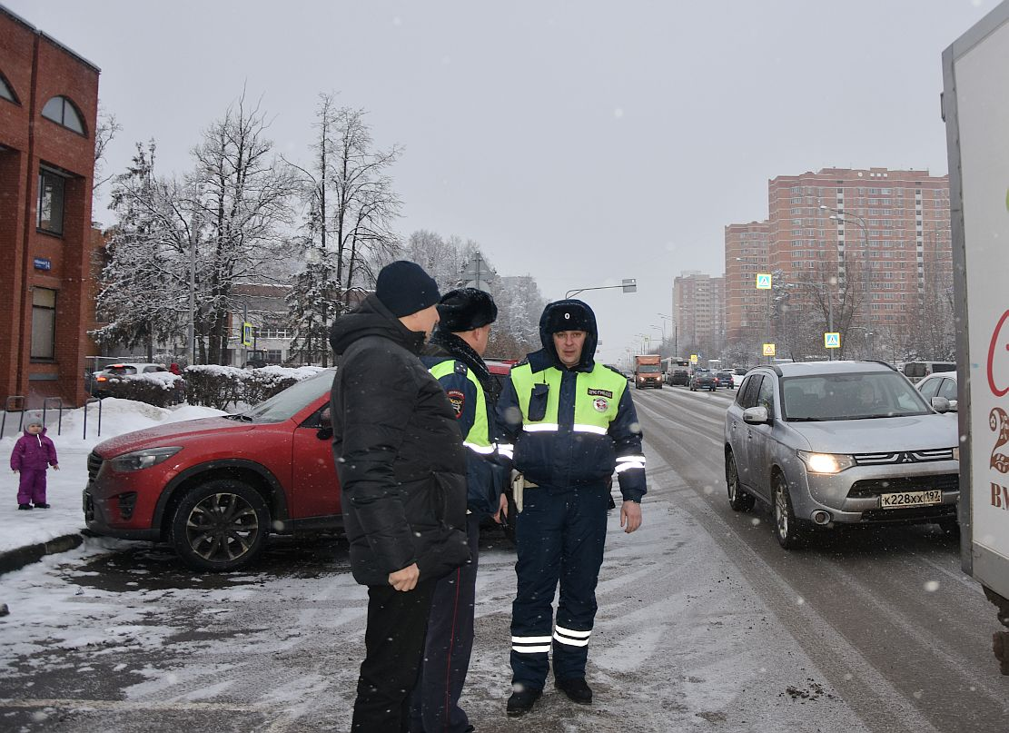 Сотрудники ГИБДД провели рейд на Октябрьском проспекте