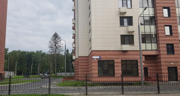 Адрес дома - улица Черенкова. Сама улица - в просвете между домами